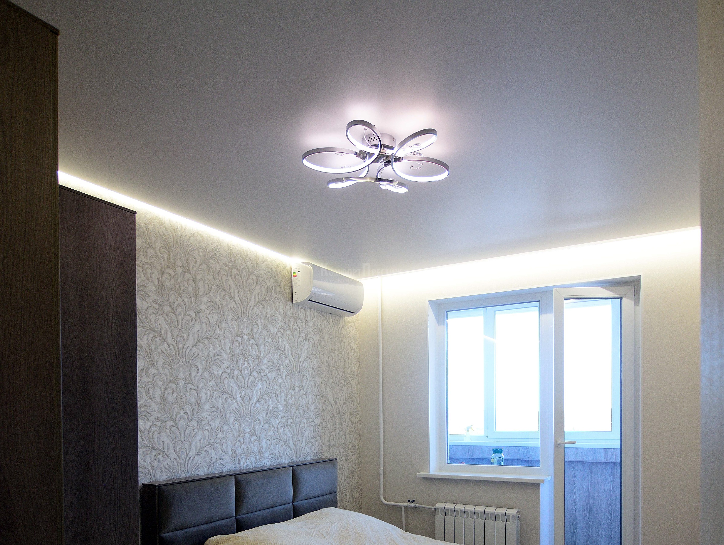 Дизайн натяжного потолка в спальне фото более обидным